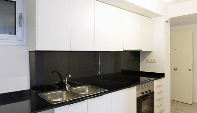 Una cuina acabada d'instal·lar en un domicili