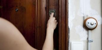Puerta de acceso a un domicilio